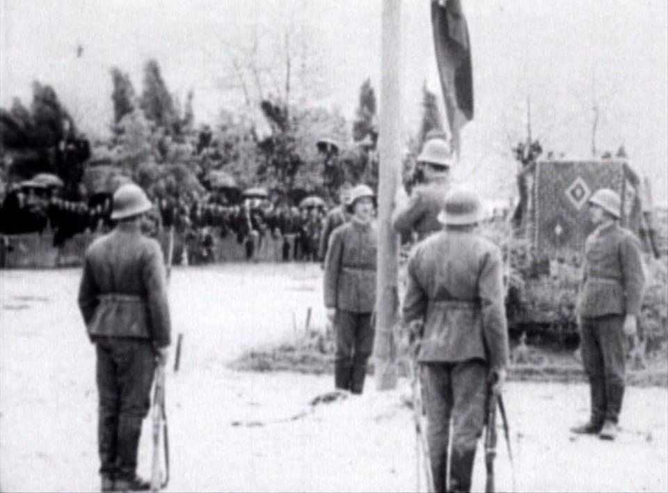 Издигане на българското знаме в Охрид, 1941 г. – Война и мир